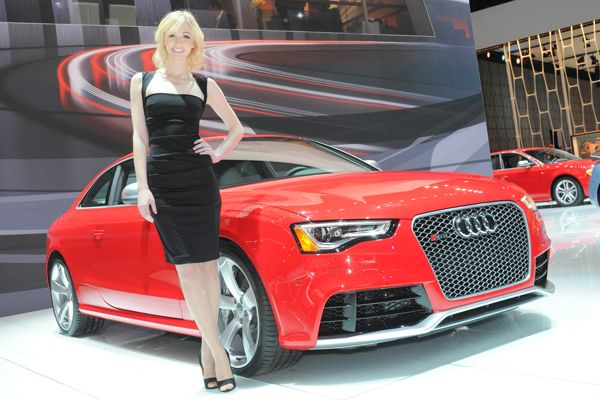 Super Car Beautiful Girls in New York Auto Show 2012 1i