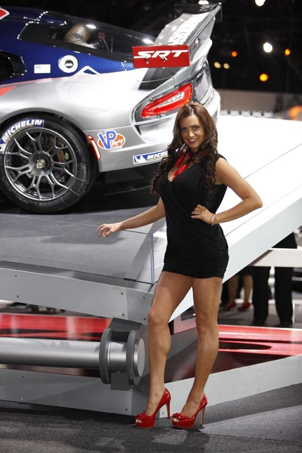 Super Car Beautiful Girls in New York Auto Show 2012 1k